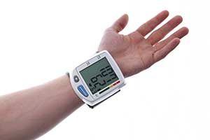 Hypertonie niedriger Blutdruck Blutdruckmessgerät