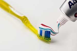 fluor zahnpasta Zahnschmerzen Munddusche