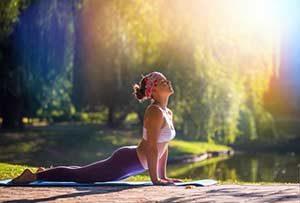Frau macht Yoga Entspannung