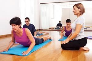 Behandlung Rückenschule Symptome Kreuzschmerzen