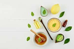 Öl Honig Manuka Zitrone ätherische Limette Hausmittel gegen Erkältung