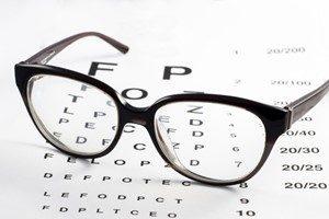 Behandlung Lesebrille Sehtest Kontaktlinsen