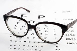 Behandlung Sehtest Kontaktlinsen