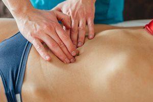 Behandlung Palpation Unterleibsschmerzen Unterbauch Unterleib