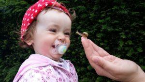 schnuller luller baby schnecke lachen freude