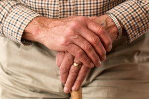 Gehstock alt senioren hand arm