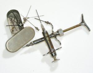spritze alt medizinprodukte instrumente geschichte