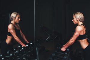 Spiegel Training frau gewichte sport
