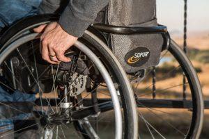 Rollstuhl Gehhilfe Behinderung