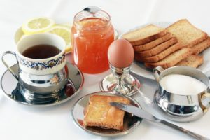 frühstück zwieback diät eier kaffee tee zucker essen marmelade zitrone
