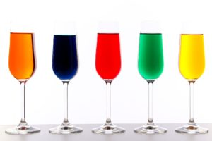 farben gläser farbtherapie blau rot grün