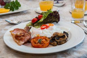 Vitamin B5 - Pantothensäure frühstück ei pilze saft speck