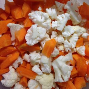 karotten , karfiol , blumenkohl , gemüse , vegan , kohlsorte , essen , nahrung , lebensmittel , vitamine , gesund