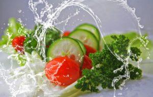 essen , salat , gurken , nahrung , tomaten , gemischt , wasser , frische , gesund , ernährung , natur , vitamine , vegetarisch , kopfsalat , lebensmittel , bio , lecker , gemischter salat , nahrungsmittel , grünes gemüse