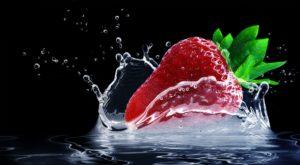 erdbeere , wasserspritzer , splash , wassertropfen , frucht , süß , rot , saftig , obst , nahrung , vitamine