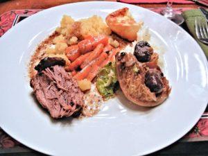 weihnachtsessen , rindfleisch , wirsing , steckrübe , karotten , yorkshire-pudding , lila kartoffeln