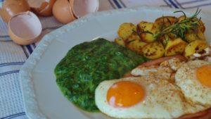 spiegelei , spinat , leberkäse , bratkartoffel , mittagessen , essen , hausgemacht , speisen , mahlzeit , nahrung , lecker , schmackhaft , gemüse