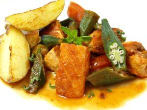 laksegryte , lachs , okra , kasserolle essen kochen gekocht lebensmittel nahrung gesund