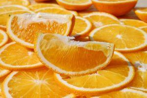 apfelsine , orange , zitrusfrucht , tropisch , obst , frucht , orangen scheiben , orangen spalten , fruchtig , gesund , frisch , saftig , lecker , süß , vitamine , vitamin c , nahrung , nahrungsmittel , lebensmittel , vitaminreich , vitaminhaltig , gesundheit , bio , geniessen