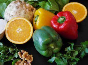 paprika , salat , lebensmittel , gesund , gemüse , diät , frisch , zitrone , saftig , zitrusfrucht , nährstoffe , natur , buntgemüse , rot , gemüsepaprika , paprikaschote , grün , nahrungsmittel , vegetarisch , gelber paprika , grüner paprika , essen , nahrung , lecker , paprikagewächs , feinschmecker