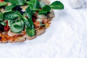pizza , essen , abendessen , gericht , lebensmittel , mahlzeit , kochen , gesunde , schrot , rucola , die frische , fastfood , diät , faser , küche , gesunde ernährung , frisch , lecker , cook