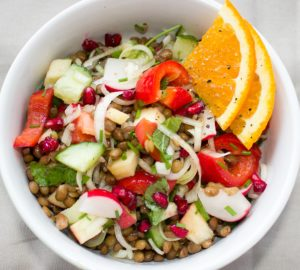 salat , linsen , gemüse , vegetarisch , vegan , frisch , vitamine , lebensmittel , lecker , bunt , vorspeise , essen , orange , lauch , gesund , zwischenmahlzeit