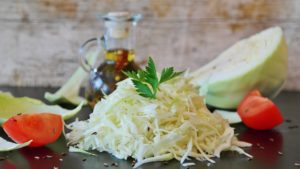 weißkraut , weißkohl , salat , kraut , nahrung , lebensmittel , kohl , essig , öl , salz , weiß , krautsalat , vitamine , gesund , essen , kochen , lowcarb , vegetarisch , vegan