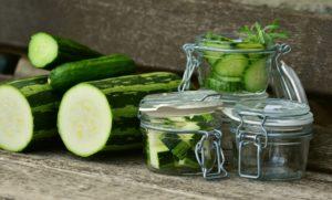 zucchini , gemüse , gurken , ernte , garten , gemüsekorb , bio , ernährung , vegetarisch , einkochen , einweckglas , korb