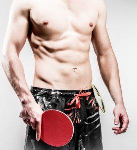 tischtennis , ping pong , badehose , strand , bauchmuskeln , mann , mädchen , oberkörper , männlich , sommer , bauch , trainiert , kräftig , junger mann , sport