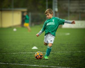 kinder , fußball , spielen , kick , fußballspieler , kugel , sport , athlet, kreuzband