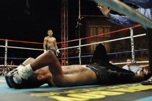 boxen , sport , boxer , klopfen , aus , kämpfer , stärke , ring , kampf , männlich , mann , erwachsene , handschuhe , jung , kämpfe , punsch , sportlich , mexikanischer , spanier , knockout, solarplexus