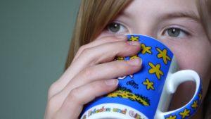 gesicht , trinken , frühstück , tasse , lecker , schmackhaft , schlucken , kaffee , tee , kakao , heissgetränk , getränke