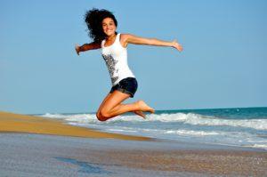 flow, fitness , sprung , gesundheit , frau , mädchen , gesund , fit , sportliche , aktiv , strand , glücklich , lächeln , sport , im freien, euphorie , Tipps für die schlanke Linie