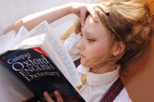 mädchen , englisch , wörterbuch , studie , schule , lesen , buch , unterricht , denken , aufmerksamkeit , oxford , sprache lernen , forschung