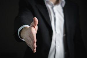 händedruck , handschlag , hand , geben , geschäft , mann , angabe , angebot , zusammenarbeit , vereinbarung , vertrag , siedlung , handel , kaufen , verkauf , kaufmann , herzlichen glückwunsch , corporate , gruß , job , partnerschaft