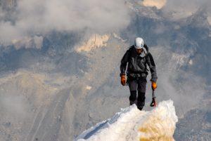 gipfel , klettern , bergsteiger , erfolg , spitze , berg , abenteuer , obenauf , leistung , erreichen , kletterberg , bergsteigen , berggipfel , extreme , bergsteigen und klettern , im freien , aktivität , nach oben , freiheit , landschaft , grat, flow