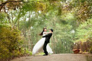 hochzeit , liebe , glücklich , paar , braut , bräutigam , mi , tanz , im freien, euphorie