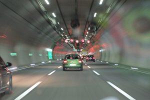 auto, autobahn, straße, tunnel, geschwindigkeit, autofahren, verkehr, überholspur, tempo, überholen, Vigilanz
