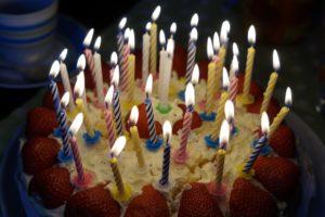geburtstagskuchen , brennen , kerzen , kerzenschein , alter , geburtstagskerzen , vierzig , 40 , geburtstag , glückwünsche , zahl , erdbeertorte , torte , geburtstagstorte , kuchen , lecker , feier , fest , erdbeerkuchen , erdbeeren , essen , süß , selbstgebacken , runder geburtstag , happy birthday , gebäck , alles gute zum geburtstag , gratulieren , gratulation, Happy Aging