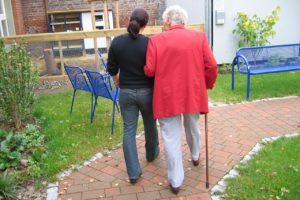 pflegebedürftige , demenz , frau , alt , alter , alzheimer , altenheim , altenpflege , altersheim , angehörige , betreuung , charakter , gesundheit , krankheit , mensch , oma , pflege , pflegebedürftig , pflegefall , pflegekosten , senioren , verkalkung , versorgung