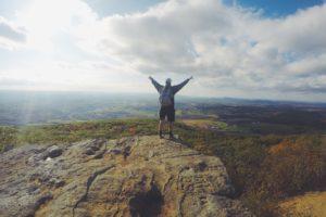 wandern , berg , kletterberg , zu fuß , landschaft , rucksacktouristen , bergsteiger , wanderung , natur , person , im freien , berggipfel , leistung , freiheit , felsigen , motivation , mann,