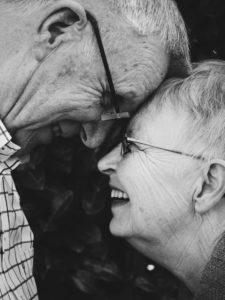 Partnerschaft und Liebe im Alter , menschen , alte , mann , frau , paar , liebe , lachen , glücklich , liebe wallpaper