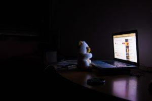 bear , computer , nacht , lila , dunkel , room , busted , insomnia , sleeplessness m Dunkeln am Computer arbeiten
