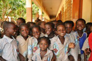 kinder , kindergarten , lächeln , lachen , afrika , burkina faso , arm , patenschaft