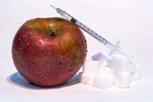 insulinspritze , insulin , diabetes , spritze , krankheit , gesundheitswesen , medizinisch , glukose , bauchspeicheldrüsenerkrankung , zucker , weisser zucker , apfel , fruchtzucker , hyperglykämie , gesundheit , ernährung , diät , wassertropfen , frucht , gesund , ernähren glucose HbA1c