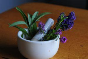 mörser , blumen , apotheke , lavendel , gesundheit , pflanze , natur , aromatherapie , kräuter, Homöopathische Triturationen. Homöopathische Trituration