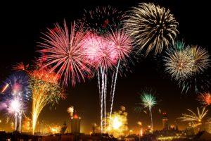 silvester , feuerwerk , leuchtfeuer , raketen , licht , feier , bunt , schwarz , neujahrsgrüße , nachts , neujahrsgruß , neujahr , party , show , funkenregen , farbenfroh , pyrotechnik , explosion , explodieren , knaller , effekt , leuchten ,Neues Jahr – neues Glück