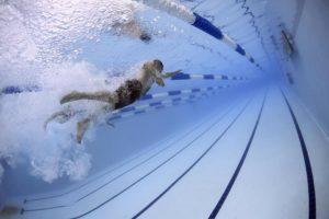 Ist Chlor im Schwimmbad schädlich? , schwimmer , schwimmen , rennen , wettbewerb , schwimmbad , wasser , bahnen , sport , sportlich , athleten , olympische spiele , unterwasser