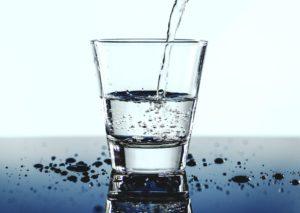 Dehydration, Wasserhaushalt, Mineralwasser, Glas, kaltes getränk , austrocknung , trinken , tropfen , flüssigkeit , frisch , frische , glas , h2o , gesundheit , gesund , hydratation , makro , mineralwasser , rehydration , durstig , wasser