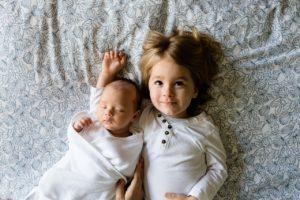 brüder , familie , geschwister , jungen , liebe , zusammen , zwei , pflege , spanferkel , baby , kleinkind , kinder